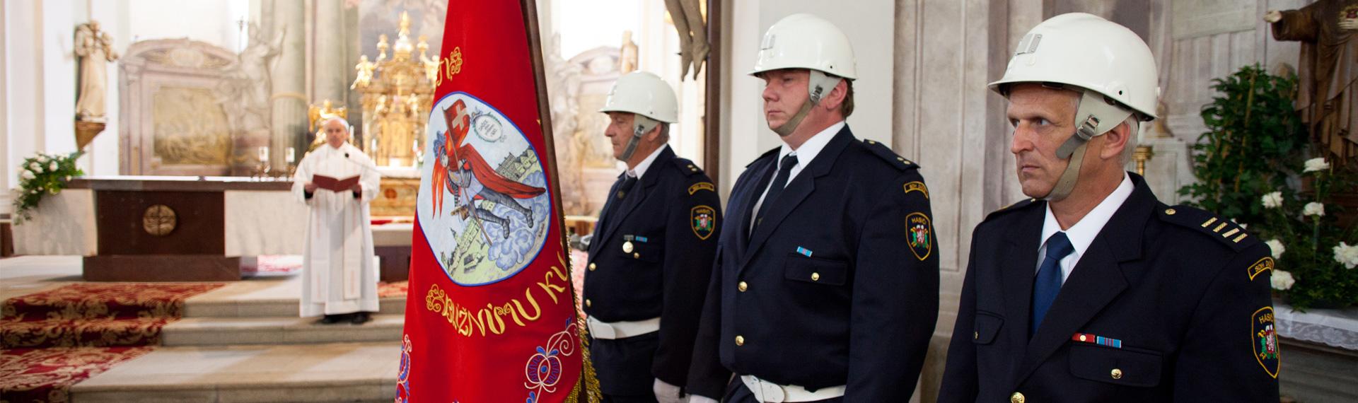 Bestickte feierliche Feuerwehrfahne und Band