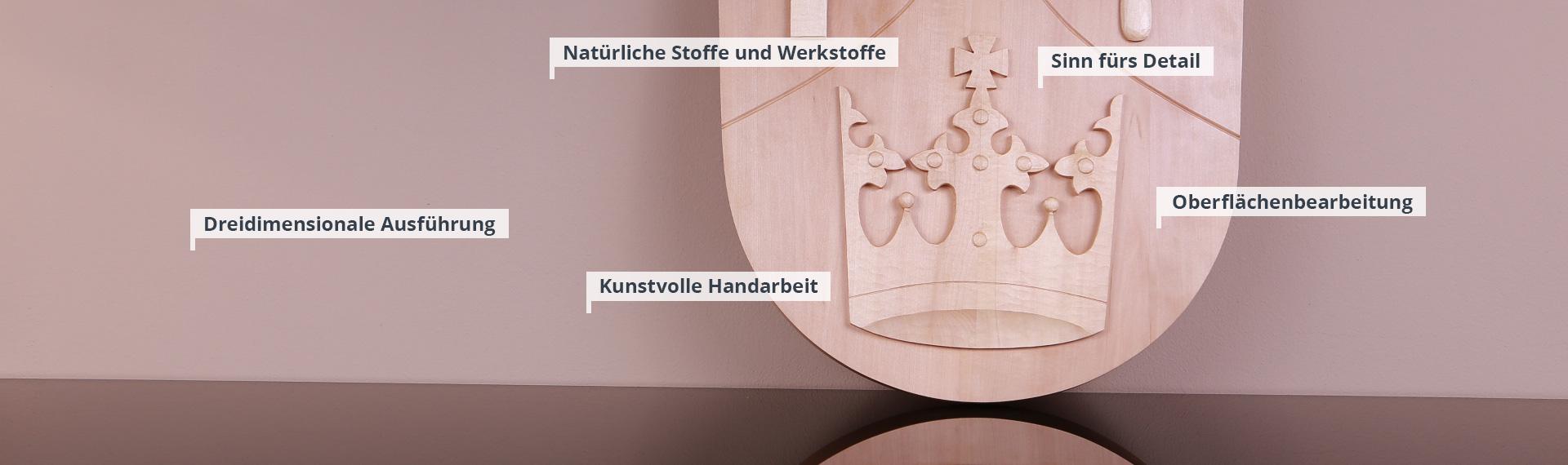 Geschnitzte Wappen und Wappen aus Sandstein