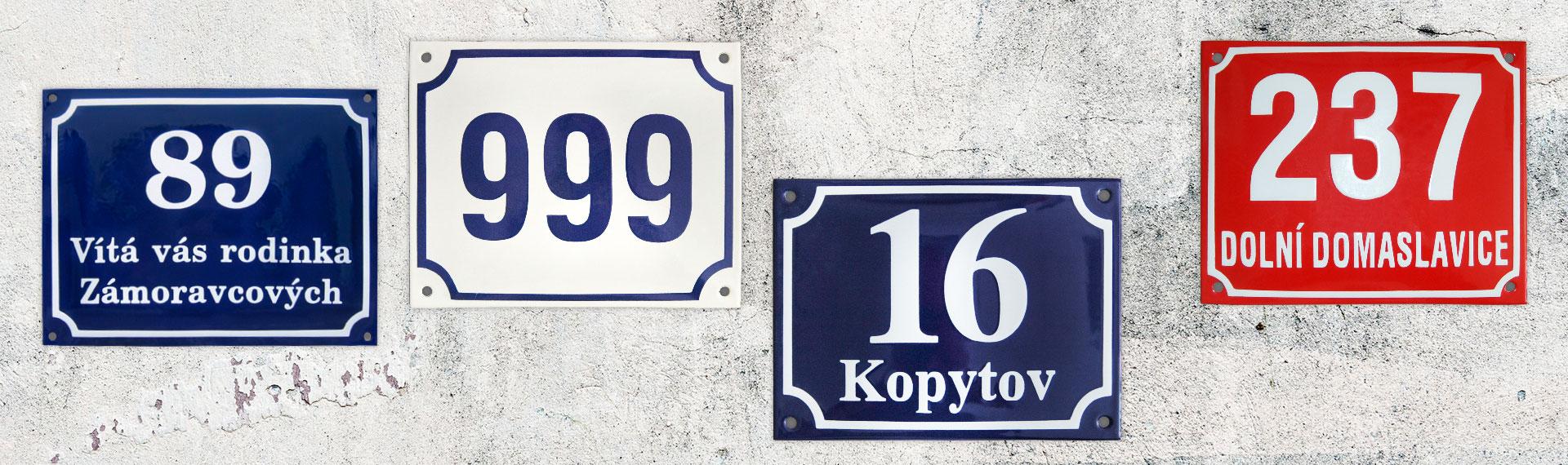 Straßenschilder und Hausnummern