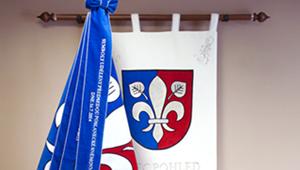 Bestickte und bedruckte Flaggen, Fahnen, Wappen und Bänder