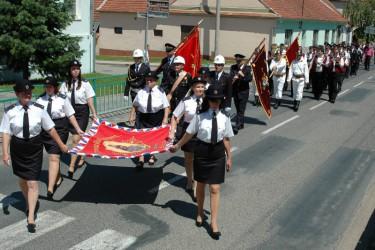 Segnung der Fahnenreplik des Freiwilligen Feuerwehrvereins Blučina