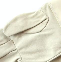 Detail der Lederhandschuhe