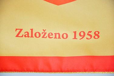 Detail der bedruckten Fahne der Berufsschule für Bauberufe (SŠSŘ) Brno – Bosonohy