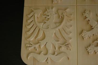 Detail eines geschnitzten Wappens