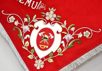 Detail der Eck-Stickerei der Fahnenreplik