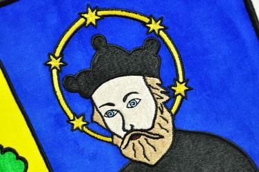 Detail eines bestickten Wappens