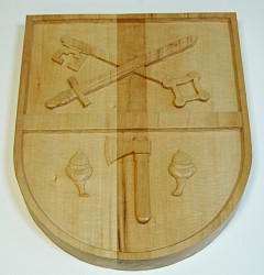 Herstellung von handgeschnitzten Wappen im Rahmen der kundenindividuellen Auftragsproduktion