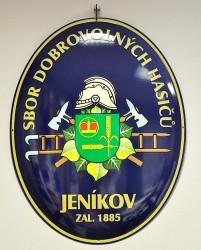 Ovale emaillierte Feuerwehrtafel mit nostalgischem Feuerwehrwappen für die Gemeinde Jeníkov