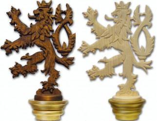 Handgeschnitztes Kopfteil mit tschechischem Löwenmotiv für Stange