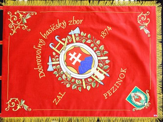 Fahnenreplik des Feuerwehrvereins Pezinok