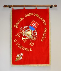 Replik der Fahne des Feuerwehrvereins DHZO Lozorno
