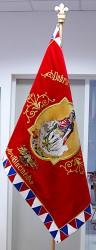 Replik der historischen Fahne des Freiwilligen Feuerwehrvereins (SDH) Blučina an Stange