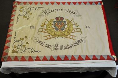 Historische Feuerwehrfahne Židlochovice vor der Restaurierung