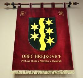 Großes besticktes Wappen der Gemeinde Hrejkovice