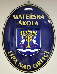 Emailliertes Oval mit Wappen der Gemeinde/der Stadt und mit dem Namen der Institution