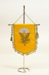 Bestickte Tischflaggen für Klubs