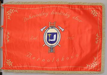 Bedruckte Fahne des Feuerwehrvereins DHZ Bernolákovo