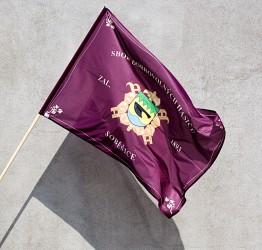 Bedruckte Feuerwehrflagge mit eigenem Wappen des Feuerwehrvereins