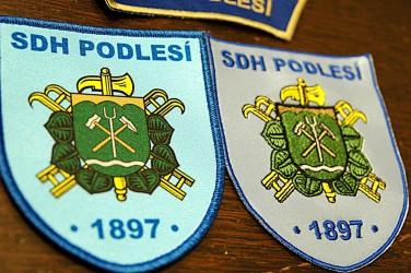 Beispiel für einen bestickten und einen bedruckten Aufnäher, Freiwilliger Feuerwehrverein (SDH) Podlesí