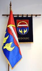 Bestickte Symbole der Gemeinde Rudolec (Wappen, Flagge)