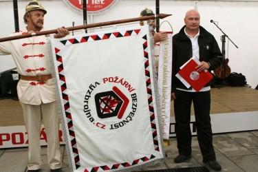 Bestickte festliche Flagge für die Firma - Požární bezpečnost s.r.o. (Brandschutz GmbH).