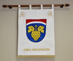 Großes besticktes Wappen der Gemeinde Hroznatín