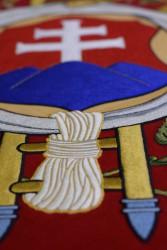 Detail der Stickerei auf der Vorderseite von der Fahnenreplik des Feuerwehrvereins DHZ Pezinok