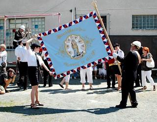 Replik der historischen Fahne des Freiwilligen Feuerwehrvereins (SDH) Blučina