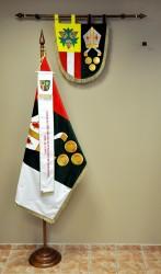 Vyšívaný znak a vlajka obce Lísky